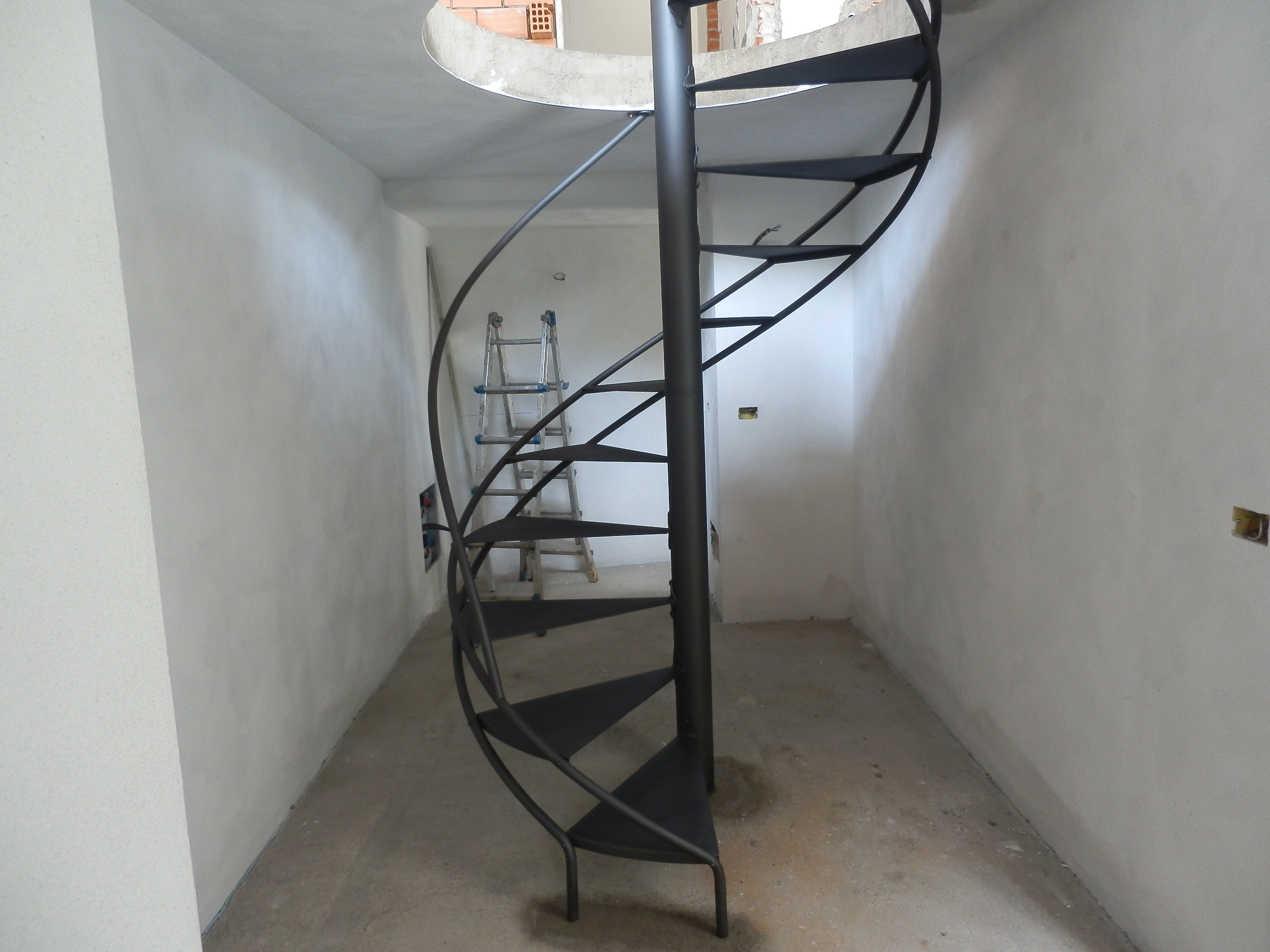 Iron spiral staircase acier steel - Scale a chiocciola ...