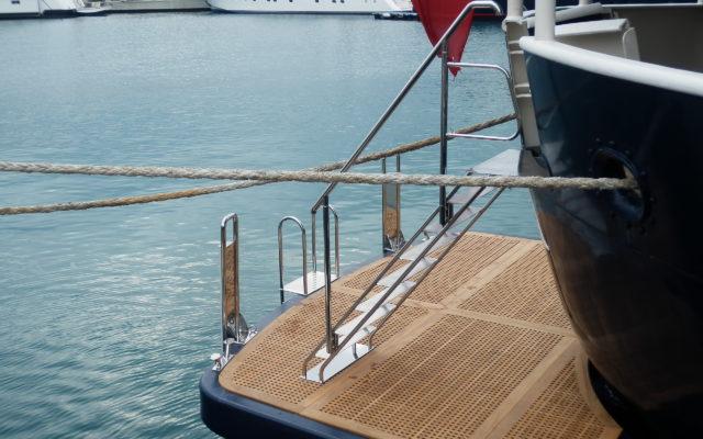 spiaggetta di poppa yacht